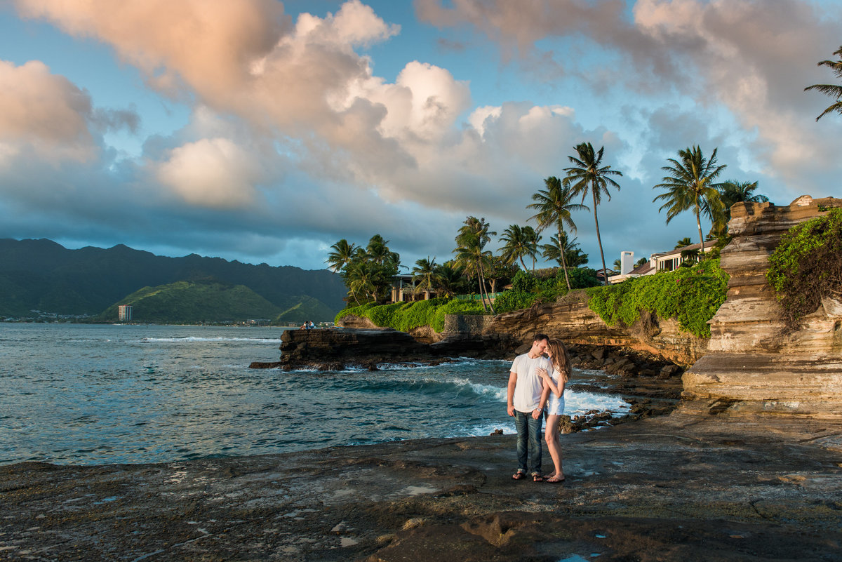 oahu-engagement-photos-china-walls-57