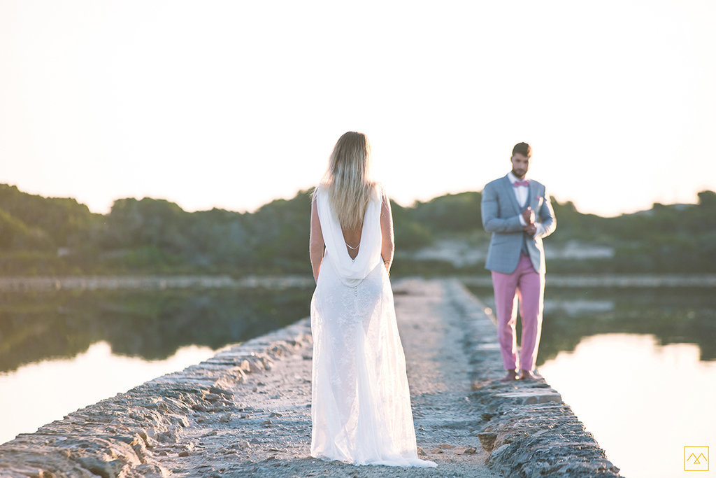 Amedezal-wedding-photographe-mariage-lyon-inspiration-Formentera-robe-Gervy-surmon31-alliances-Antipodes-MonTrucenBulle-PauletteDerive-rencontre-mode-couple
