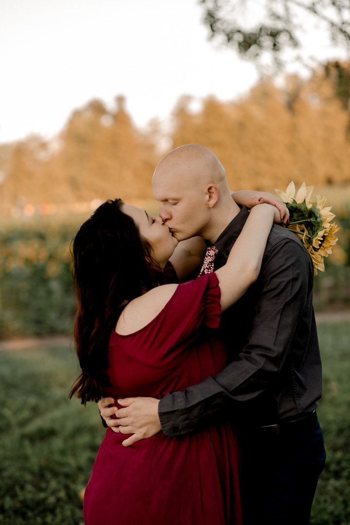 Engagement session in the sunflower field0032