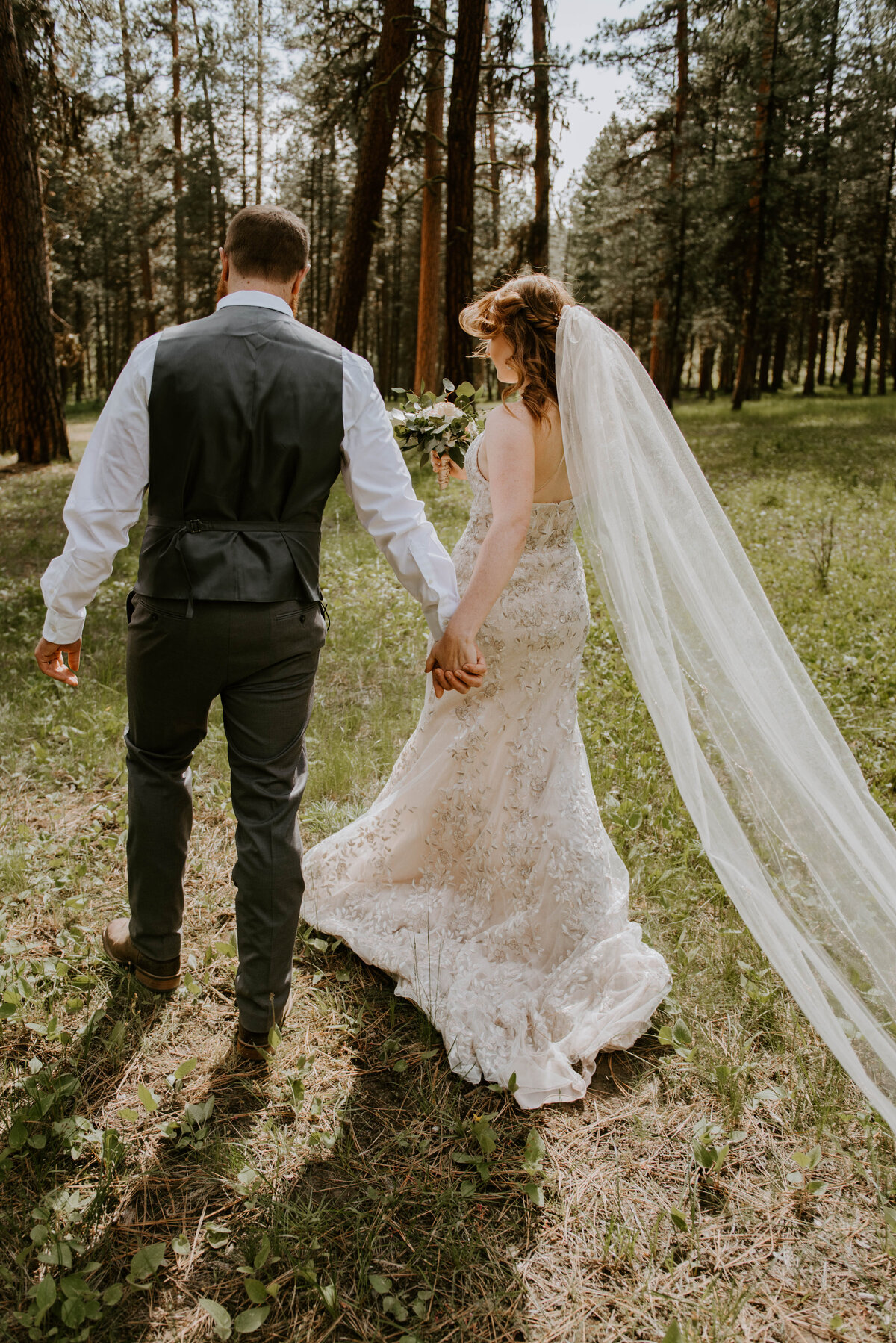 ochoco-forest-central-oregon-elopement-pnw-woods-wedding-covid-bend-photographer-inspiration2405