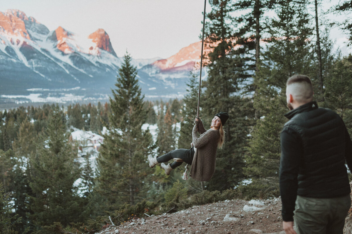 liv_hettinga_photography_snowy_mountain_engagement-2
