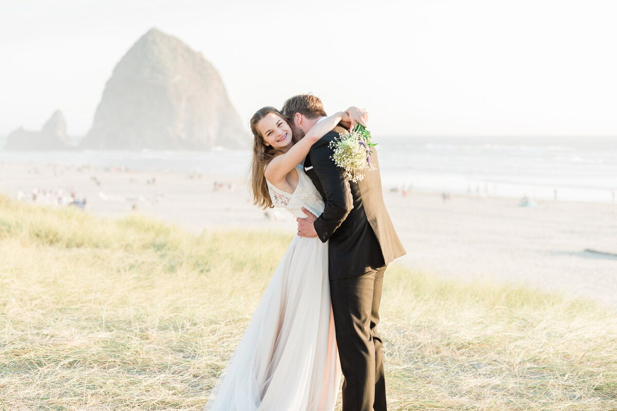 Cannon-Beach-Elopement-Photographer-42