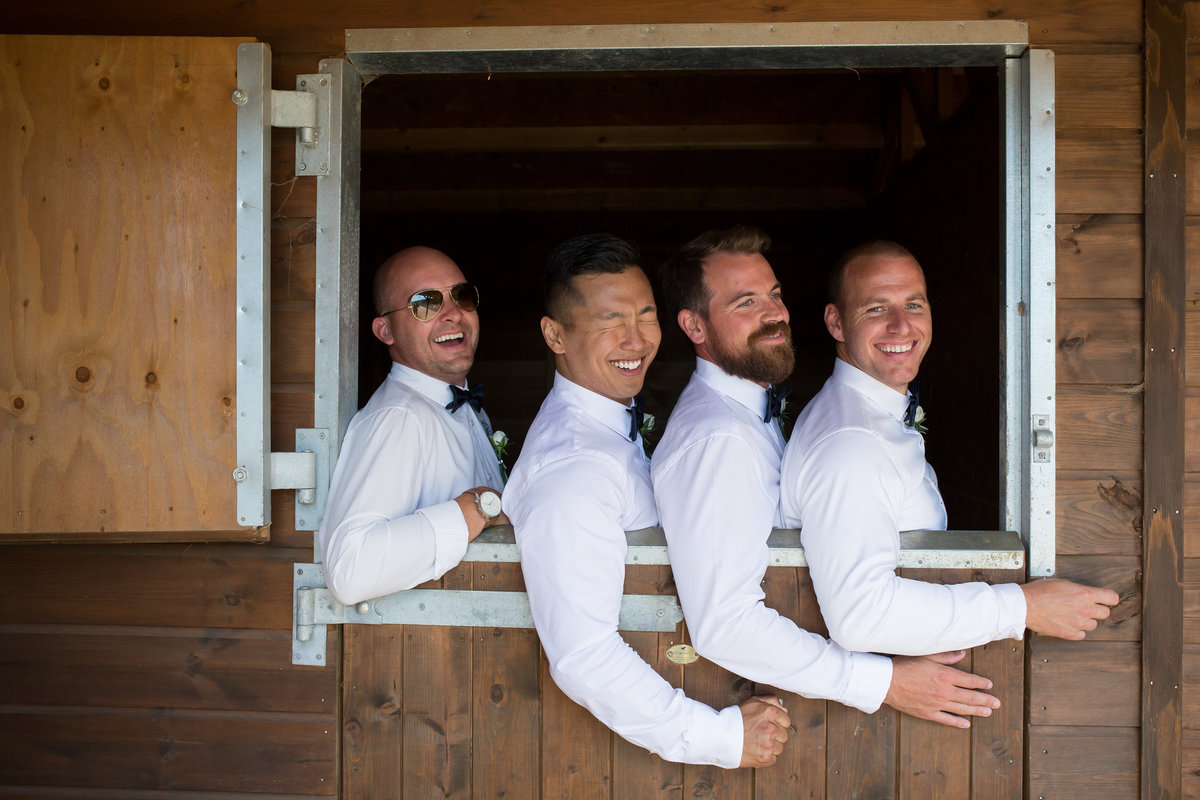 wedding photo groomsmen idea deon