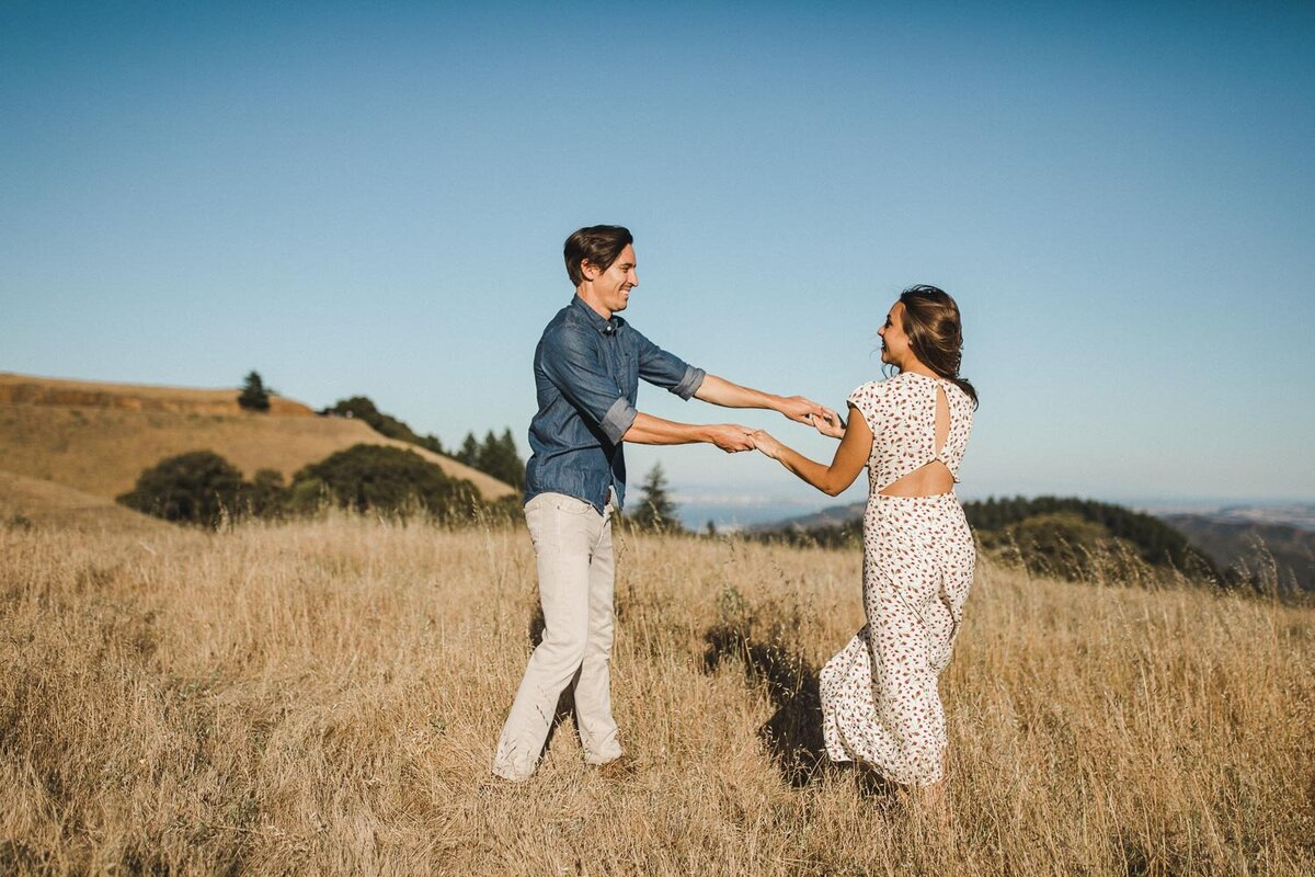 Trojan-Point-on-Mount-Tamalpais-Marin-county-engagement_session_avh_photography00013