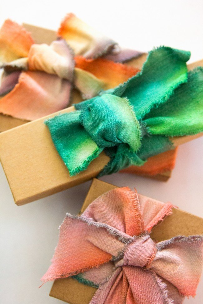 diy-dip-dyed-ribbons-thesarahjohnson-4-e1450490765955