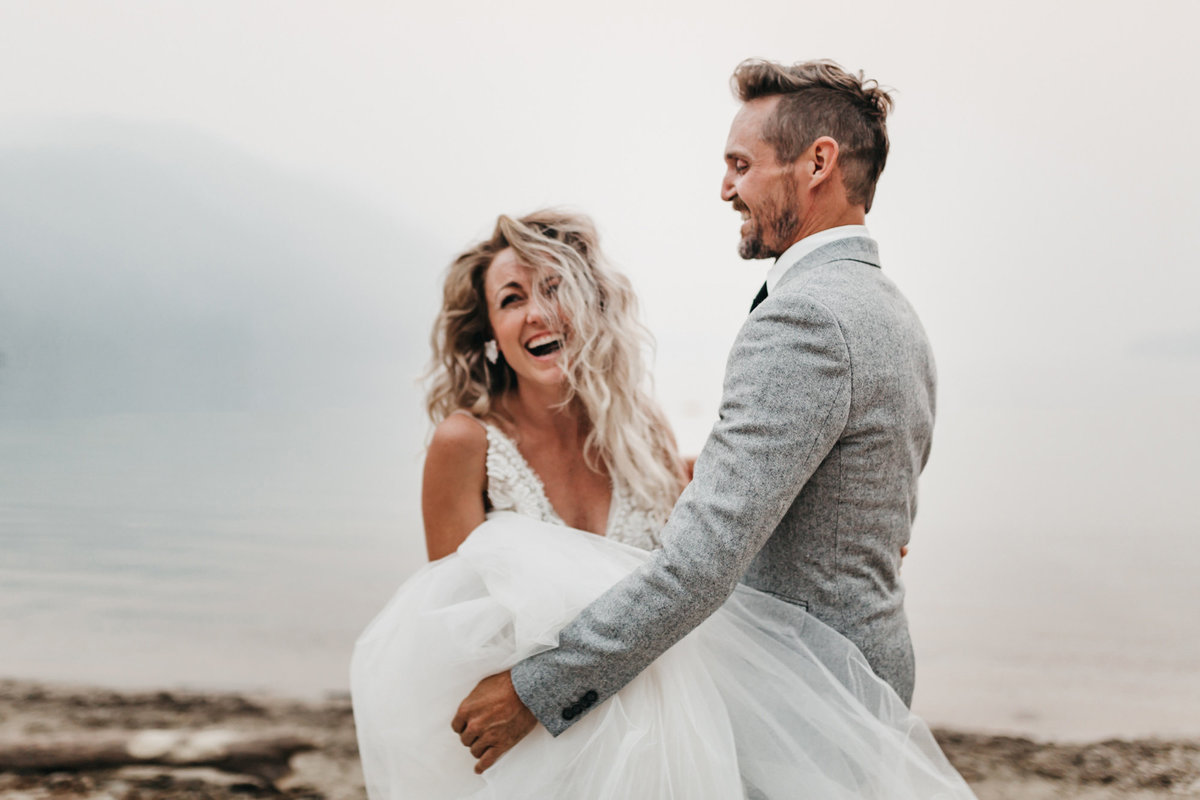 athena-and-camron-sara-truvelle-bridal-wenatchee-elopement-intimate-18-blurry-laugh