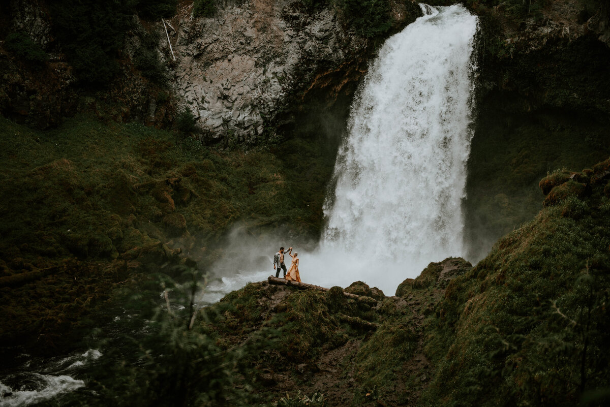 sahalie-falls-oregon-engagement-elopement-photographer-central-waterfall-bend-forest-old-growth-7347
