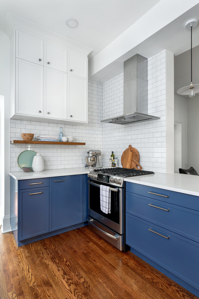 White and blue kitchen - floating shelf