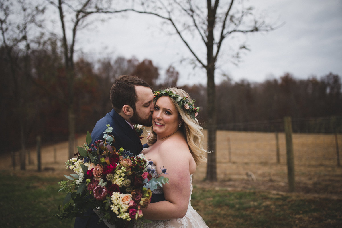 first-look-middlefork-barn-wedding