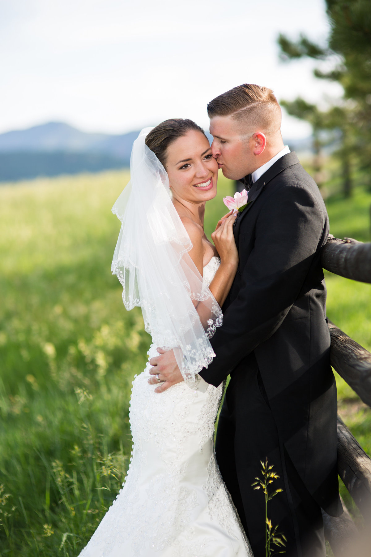 wedding couple at spruce mountain ranch