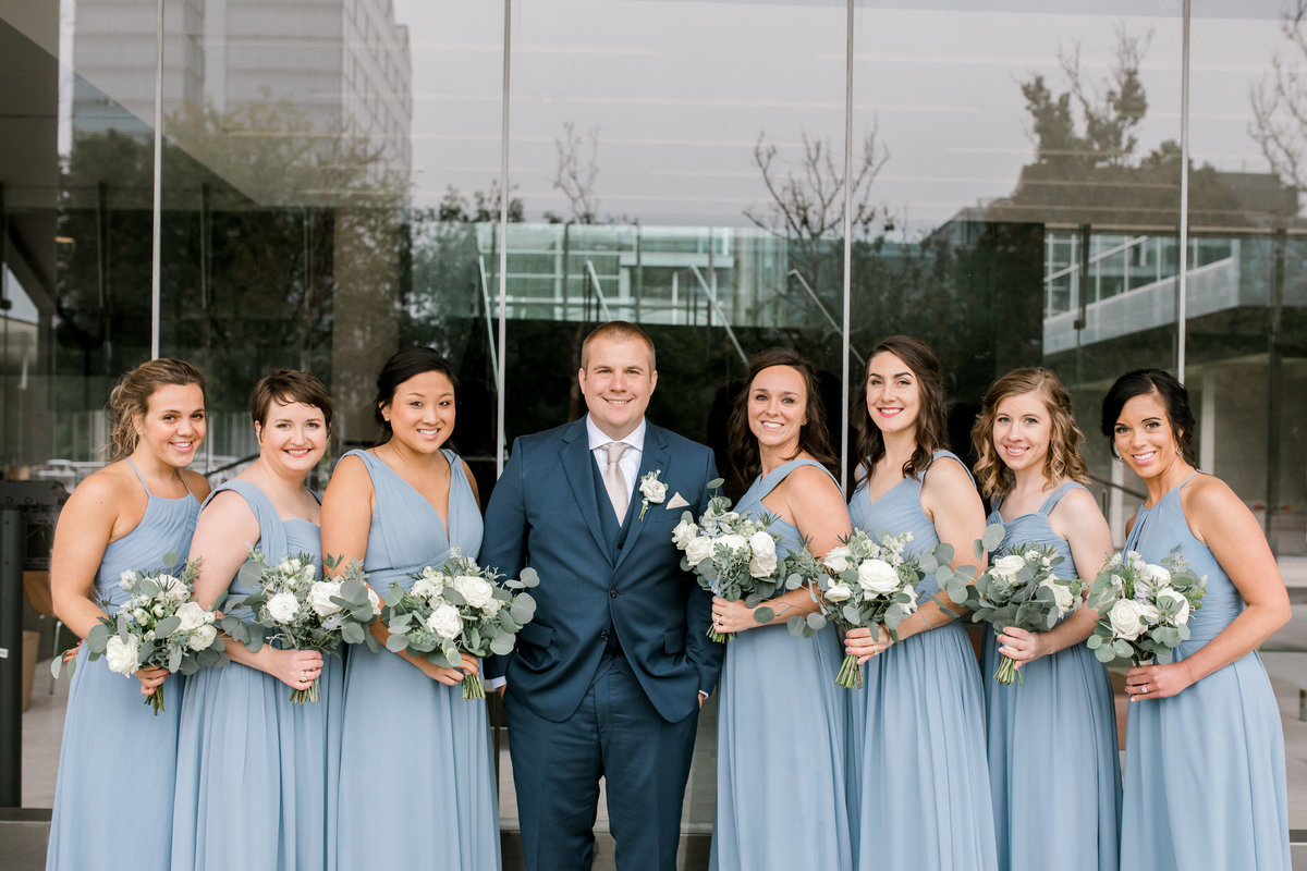 omaha wedding planner and florist downtown Slowdown wedding blue and white by Lindsay Elizabeth Events22