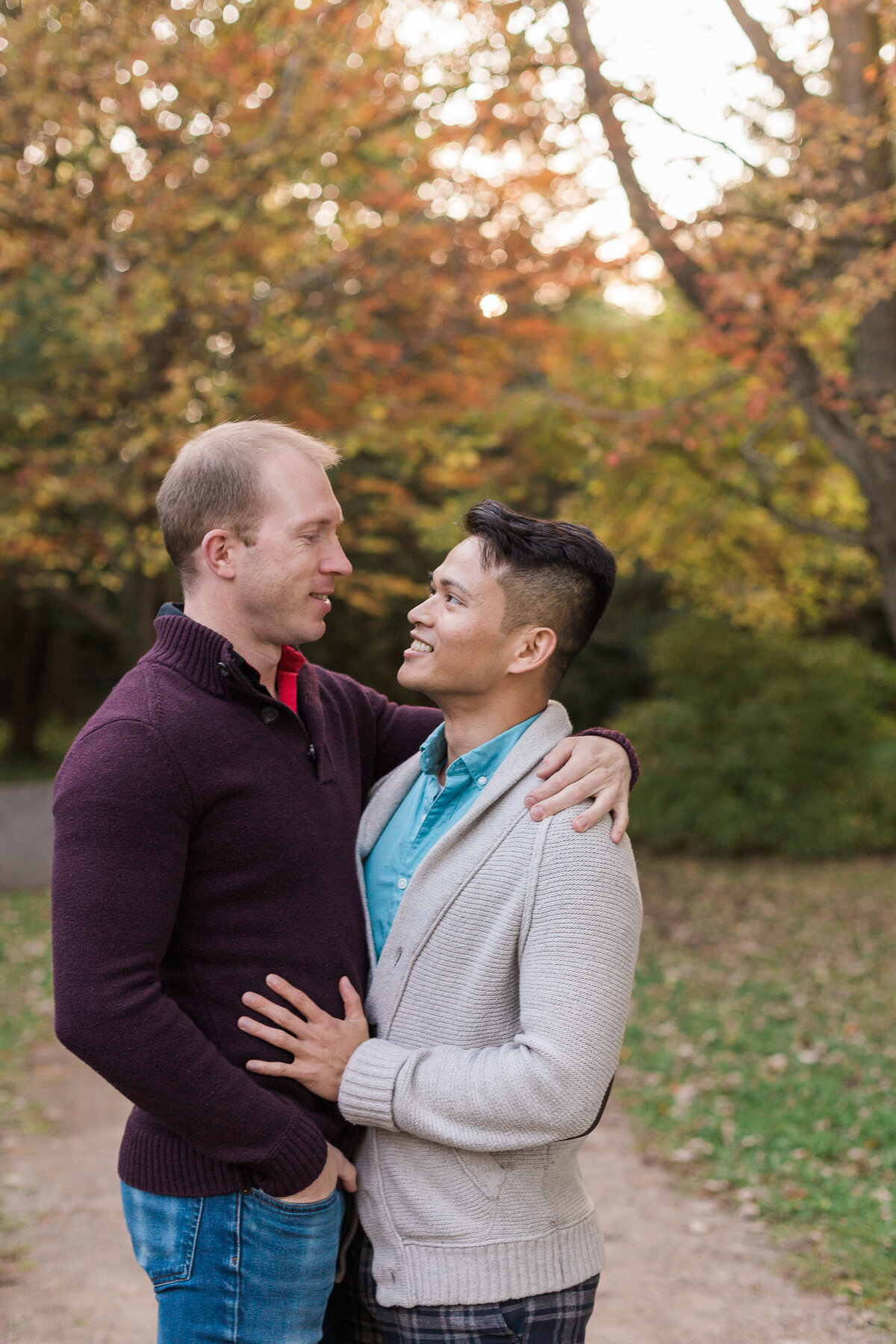 fall engagement photo of couple in park