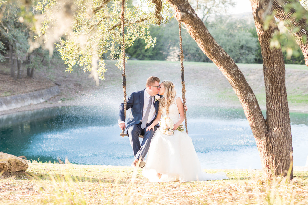 Navy-And-Blush-Wedding-At-Kendall-Plantation-0100