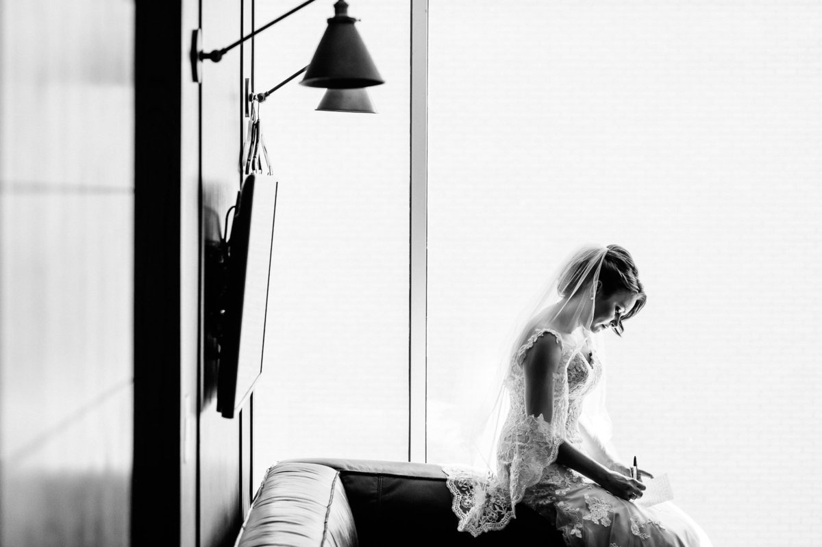 bride writing her wows at hotel indigo in el paso by stephane lemaire photography