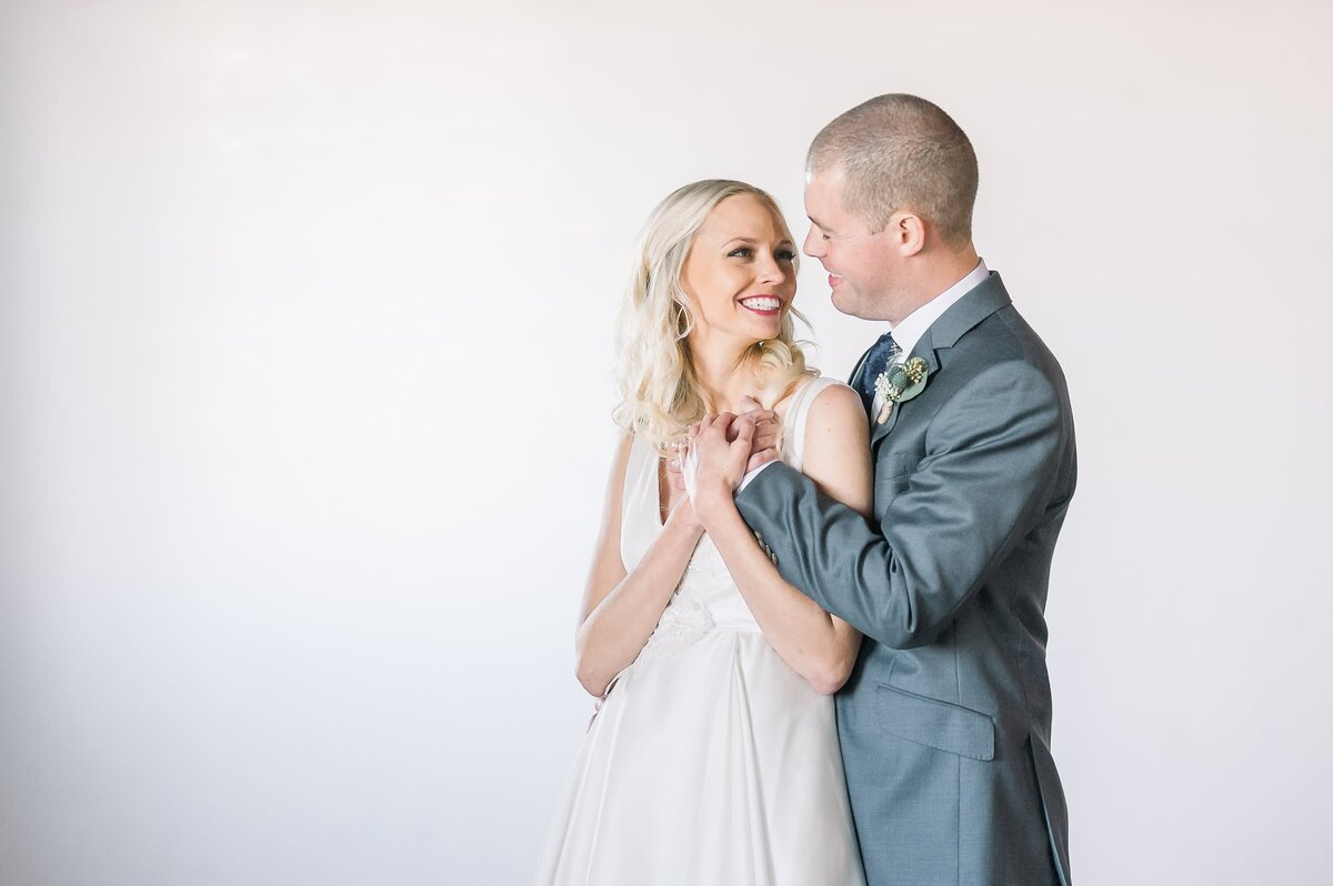 Warehouse-215-wedding-by-Leslie-Ann-Photography-00020
