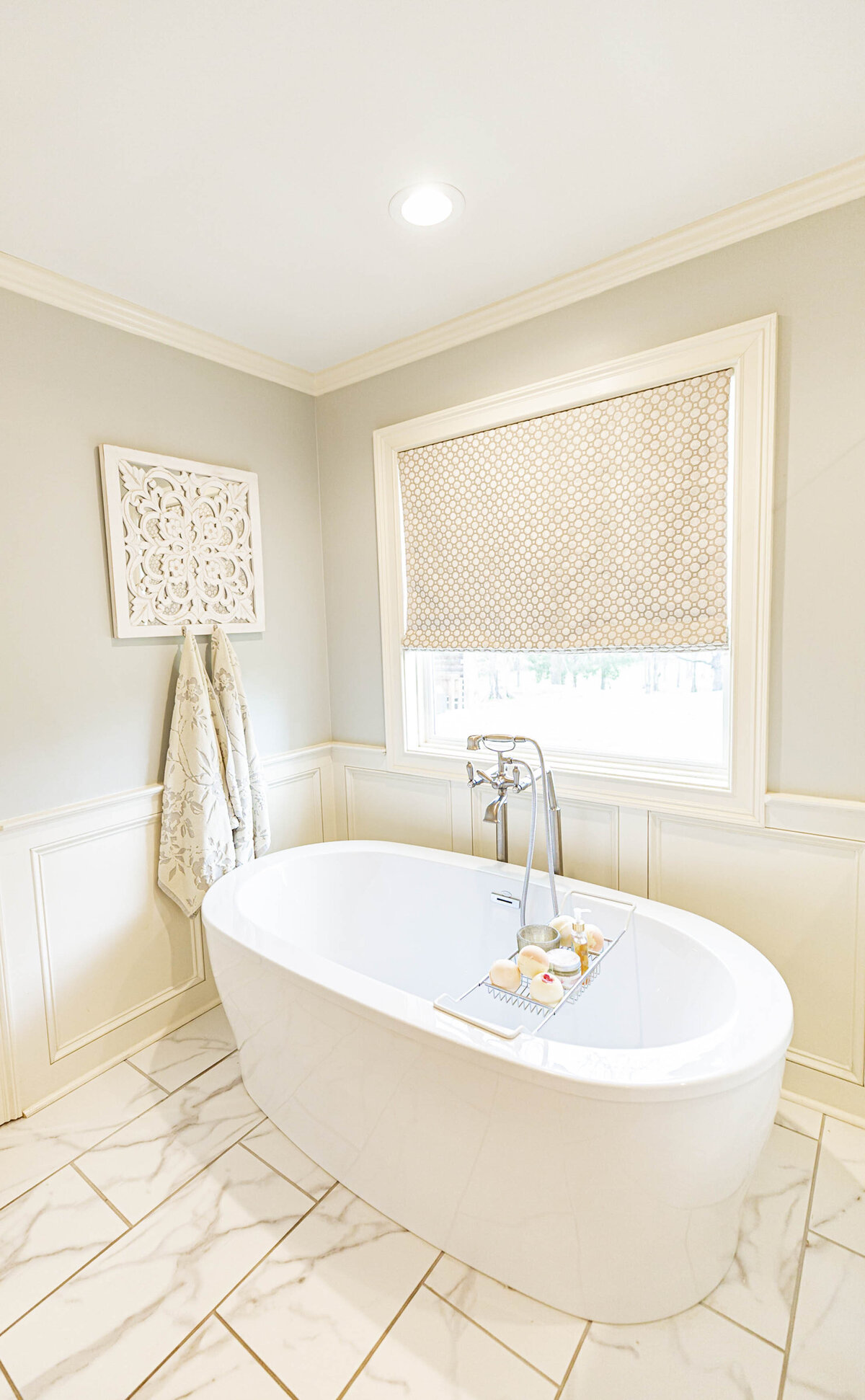 white-bright-airy-master-bath-renovation-moda-designs2