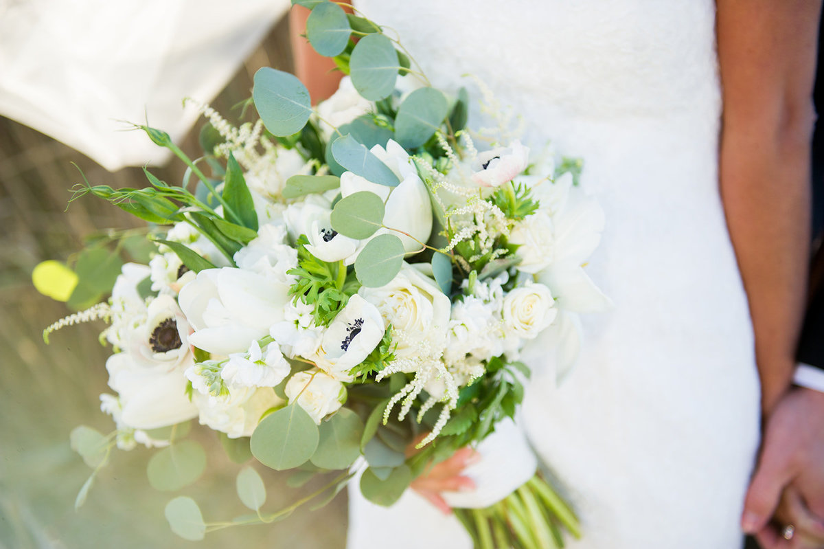 wedding bouquet with sun glow