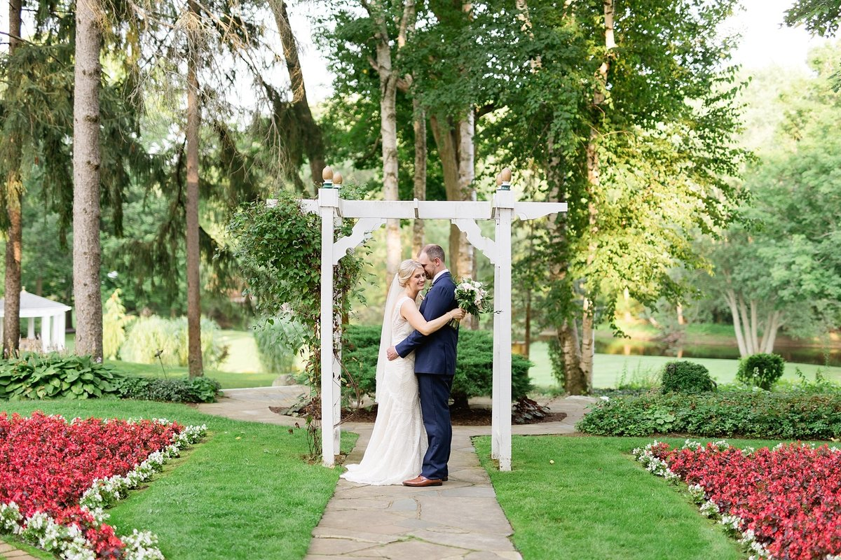 Julie-Barry-English-Inn-Summer-Garden-Wedding-Michigan-Breanne-Rochelle-Photography82-1