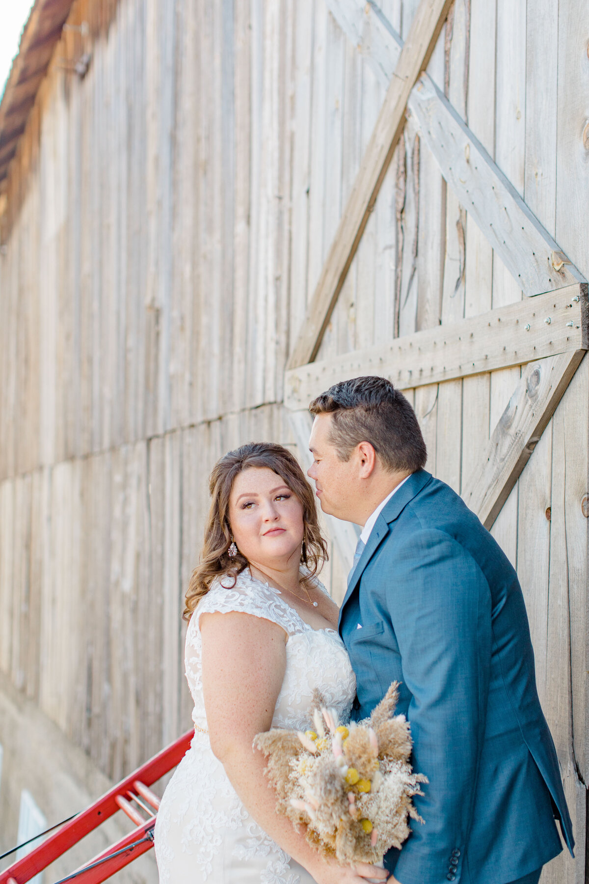 laura-ben-campbell-farm-white-lake-wedding-grey-loft-studio-2020-120