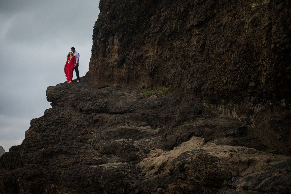 Oregon-oceanside-elopement-couples-photography-session-beach_(2_of_27)