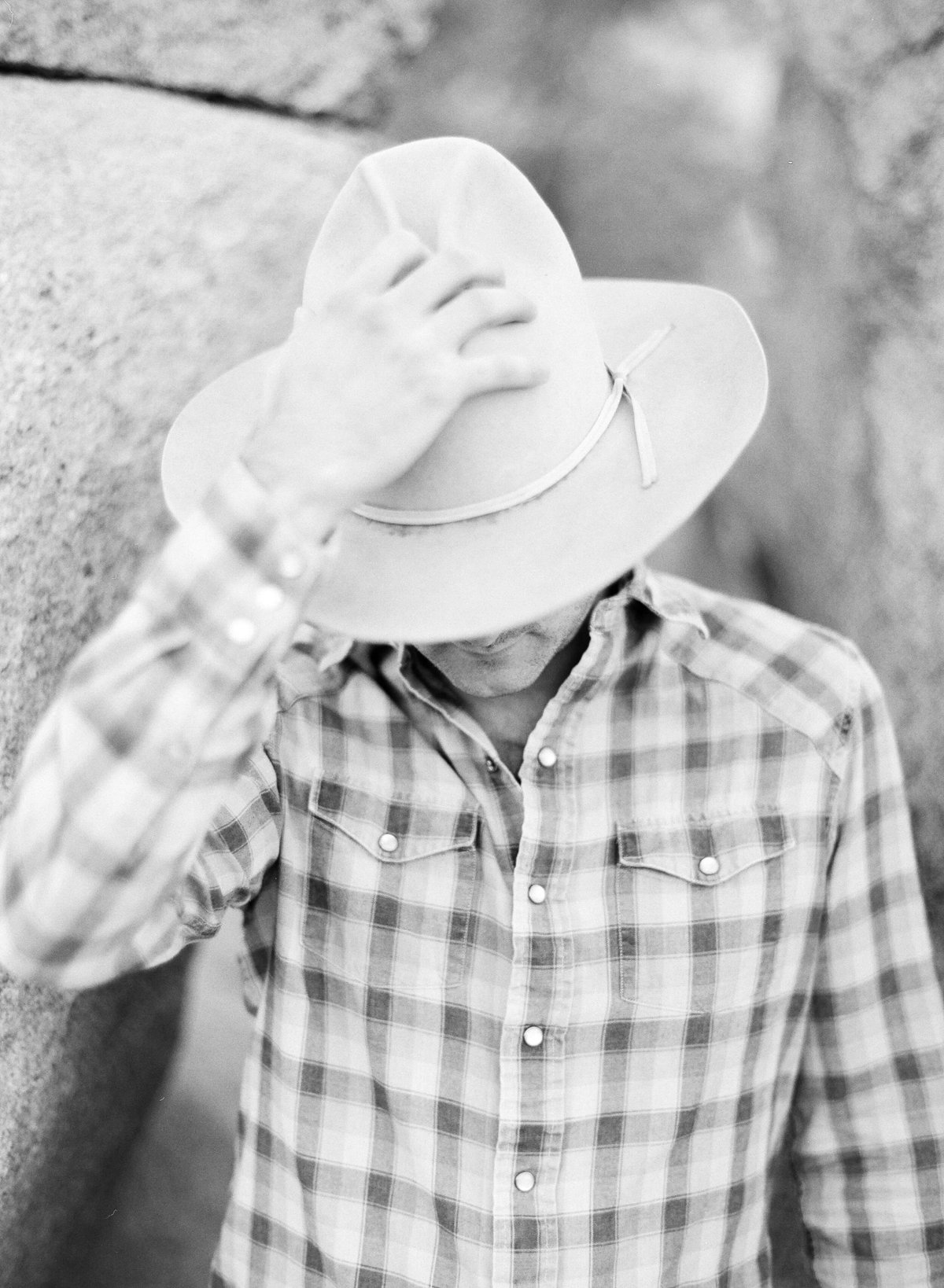 15-KTMerry-engagement-photography-cowboy-hat-Joshua-Tree