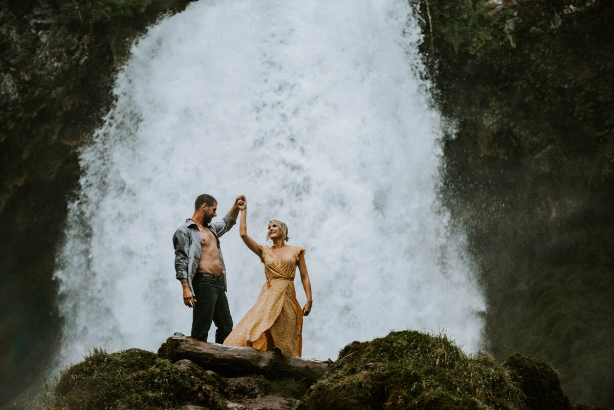 sahalie-falls-oregon-engagement-elopement-photographer-central-waterfall-bend-forest-old-growth-7624