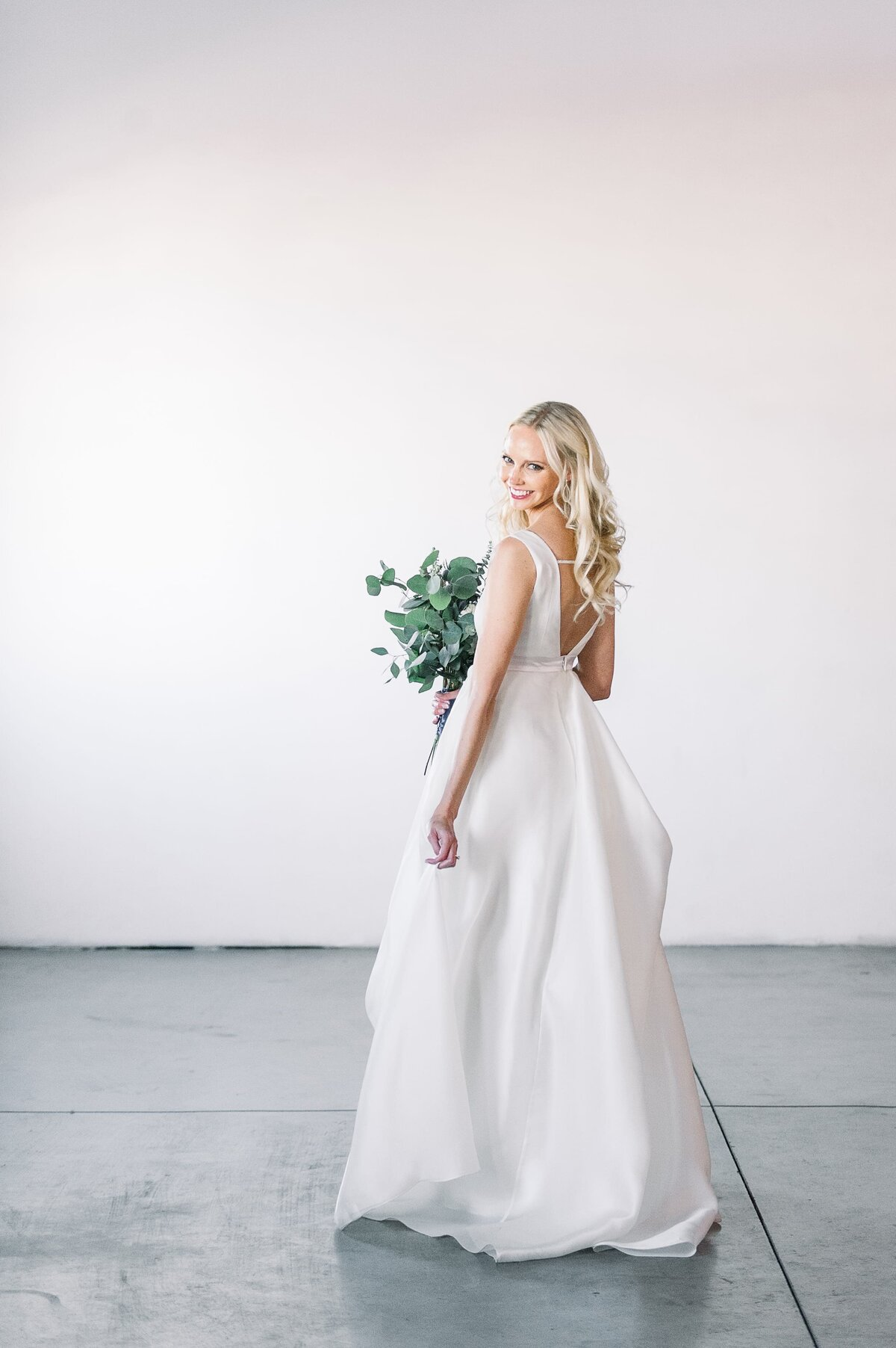 Warehouse-215-wedding-by-Leslie-Ann-Photography-00019