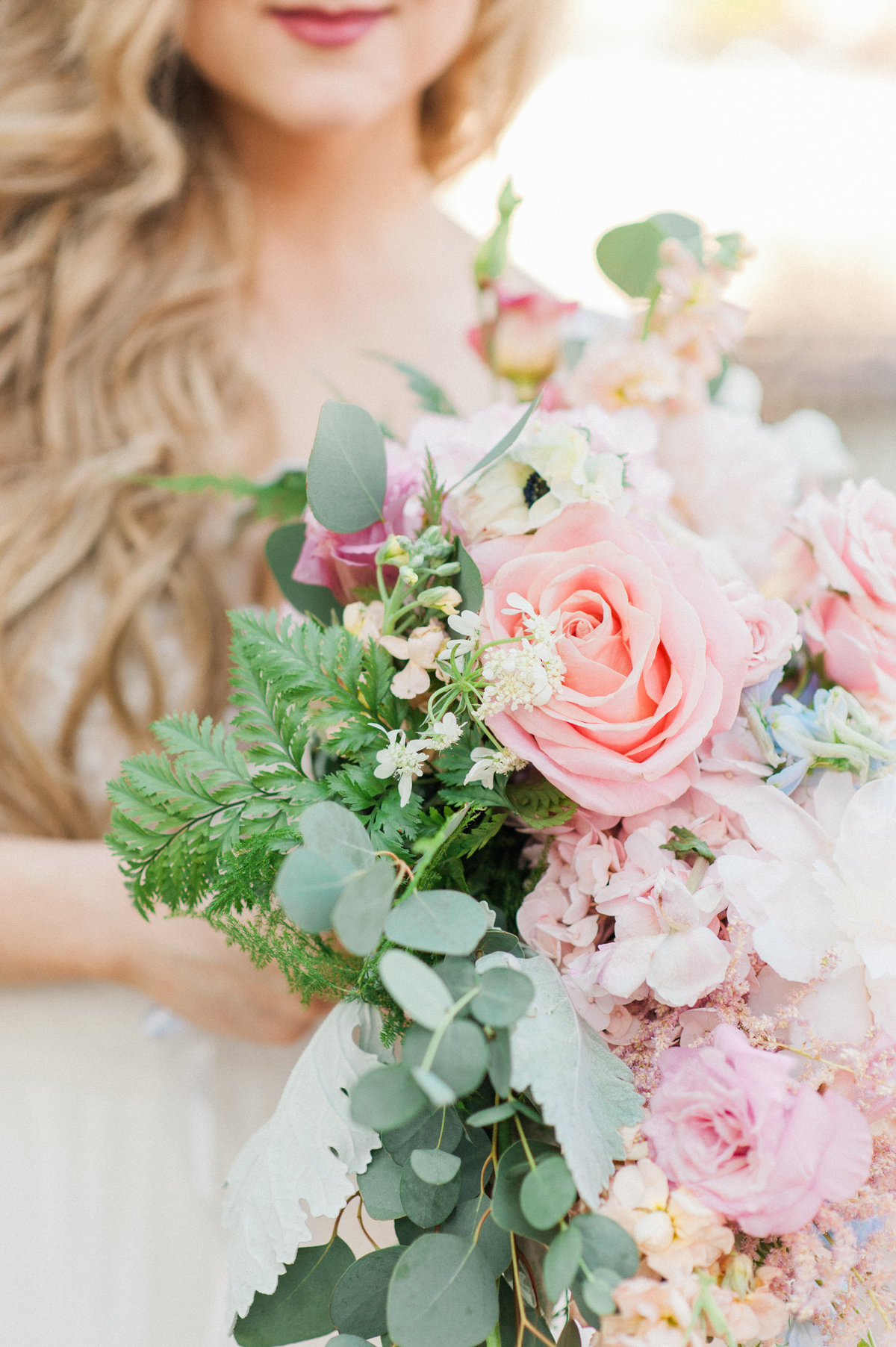 bride-holding-pink-flowers-photo