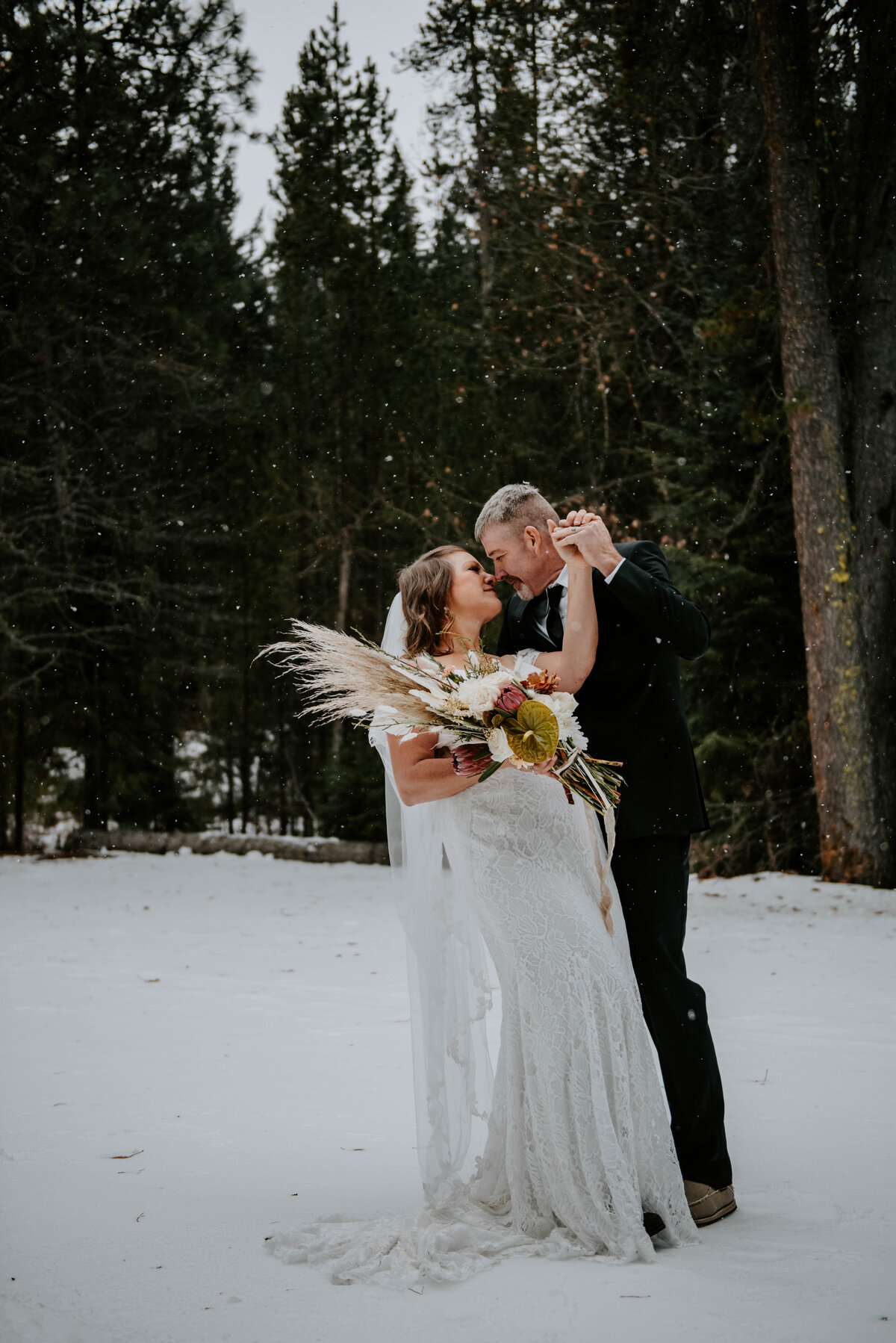 suttle-lake-sisters-oregon-lodge-woods-vow-renewal-photographer-wedding-elopement-2856