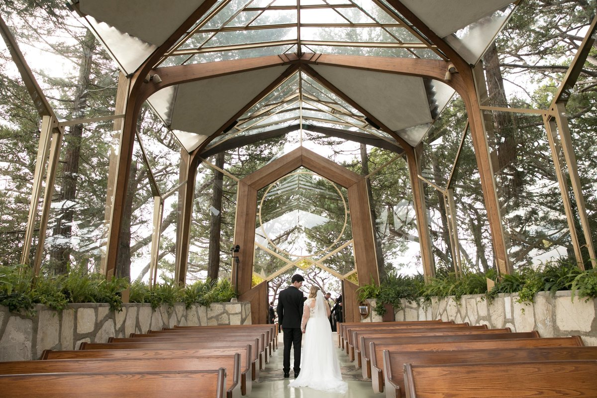 wayfarers_chapel_wedding_couple_walk