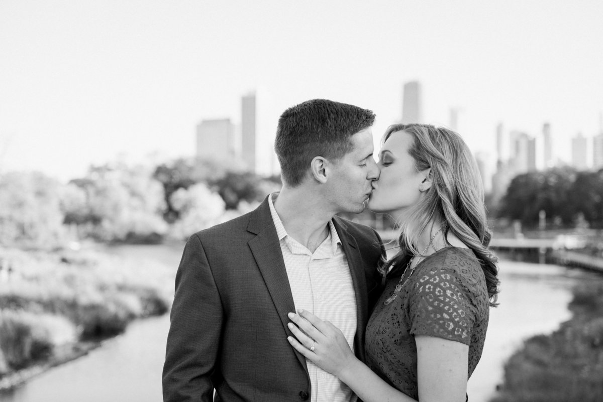 lincoln-park-engagement-chicago-the-paper-elephant-0011