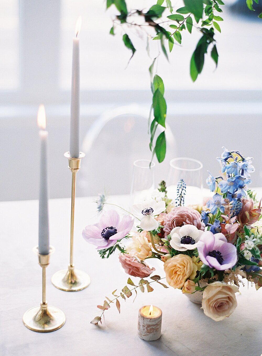Modern-love-event-leigh-and-mitchell-taper-candle-wedding-tablescapes