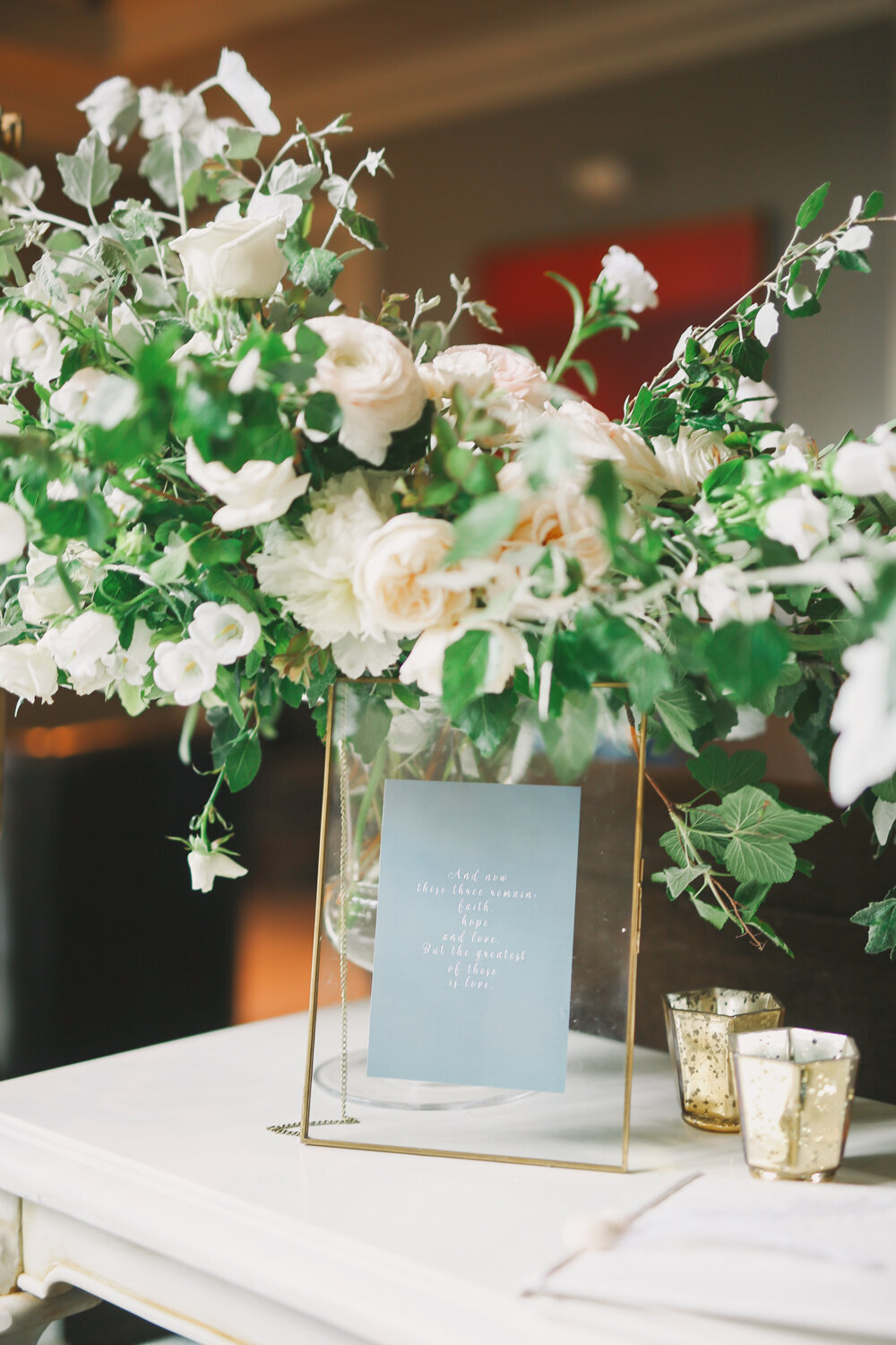 Kirkland-washington-wedding-planner-leigh-and-mitchell-waterfront-wedding-welcome-table-florals