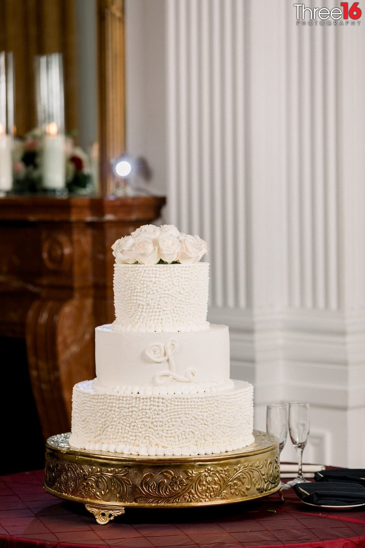 Beautiful 3-tiered white wedding cake