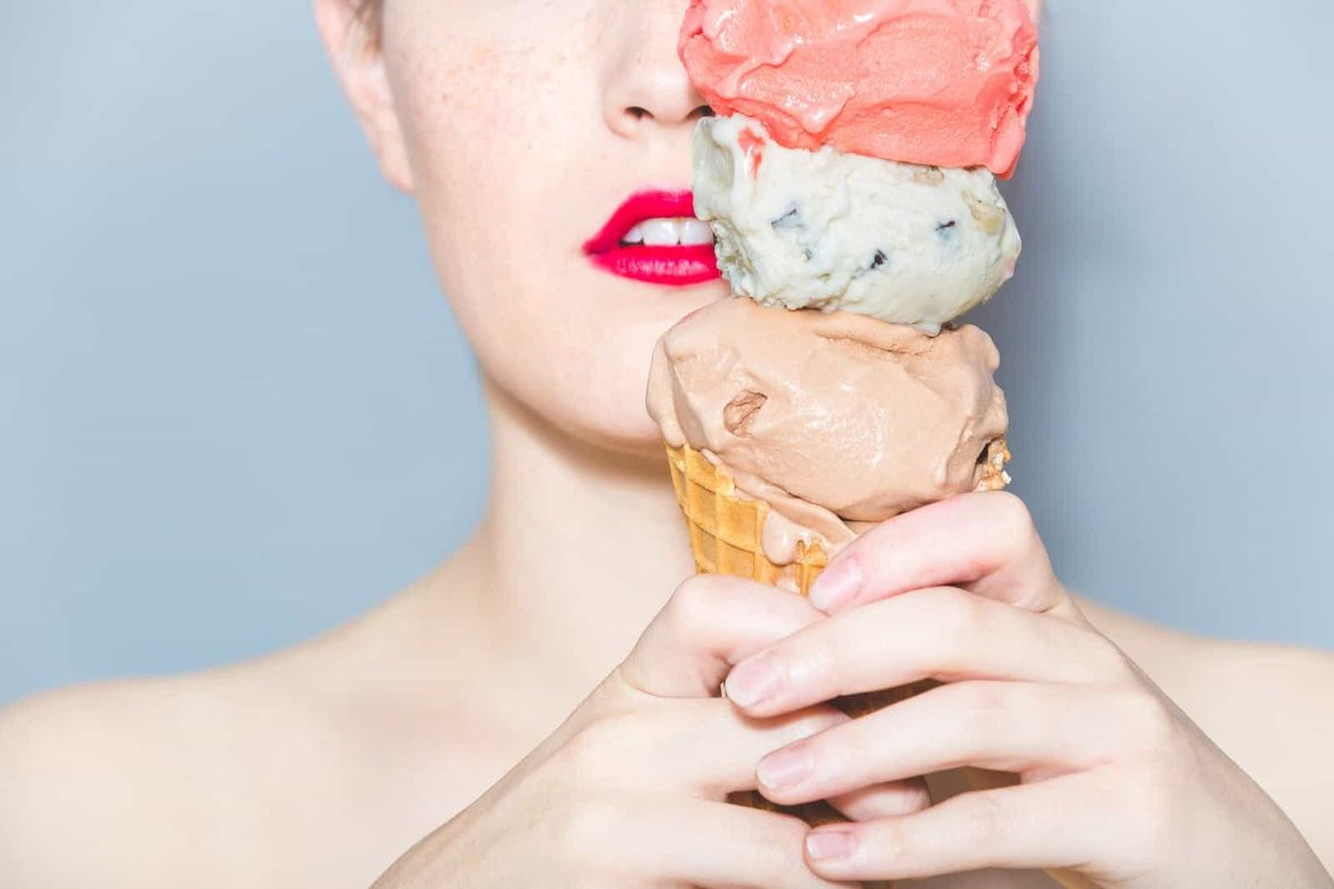 red lipstick girl holds ice cream cone