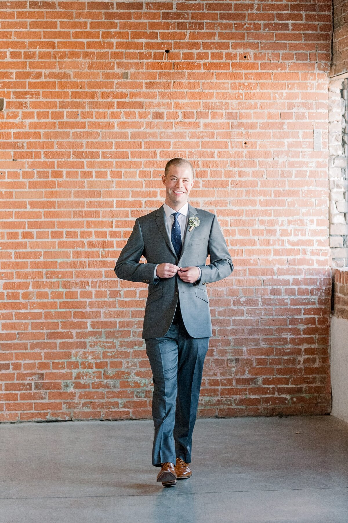 Warehouse-215-wedding-by-Leslie-Ann-Photography-00025