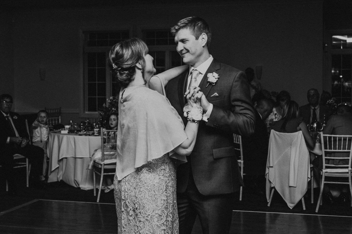 first-dance-bride-and-groom-ruffled-feathers-golf-club-lemont-il-adventurous-wedding-photographer-7