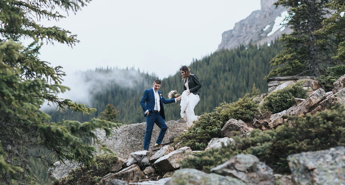 edventurous moraine lake hiking  elopement mountain photography