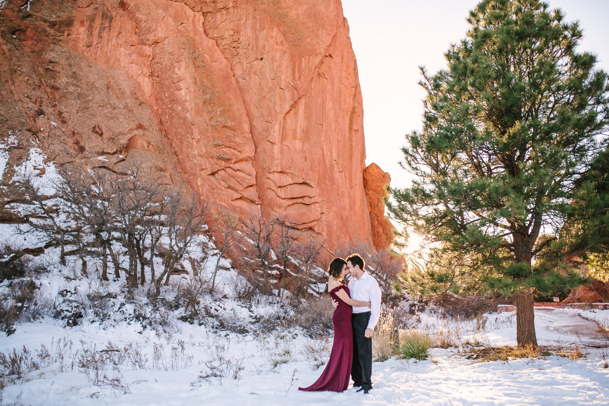 Garden-of-the-Gods-engagement-photos-Colorado-Springs-001