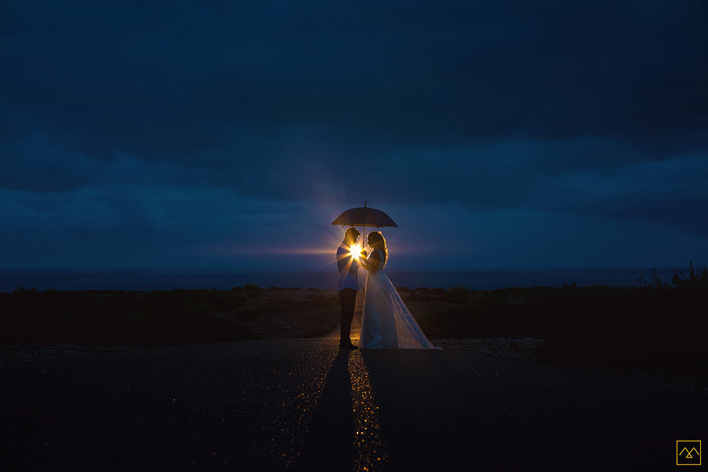Amedezal-wedding-photographe-mariage-lyon-inspiration-Formentera-robe-Gervy-surmon31-alliances-Antipodes-MonTrucenBulle-PauletteDerive-phare-by-night