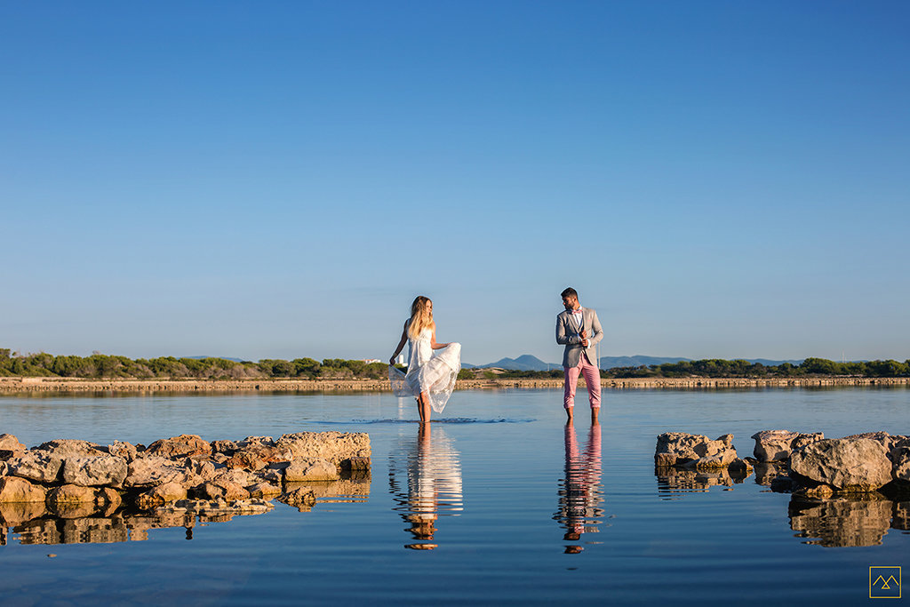 Amedezal-wedding-photographe-mariage-lyon-inspiration-Formentera-robe-Gervy-surmon31-alliances-Antipodes-MonTrucenBulle-PauletteDerive-adventures-couple-lovers-salines-wild