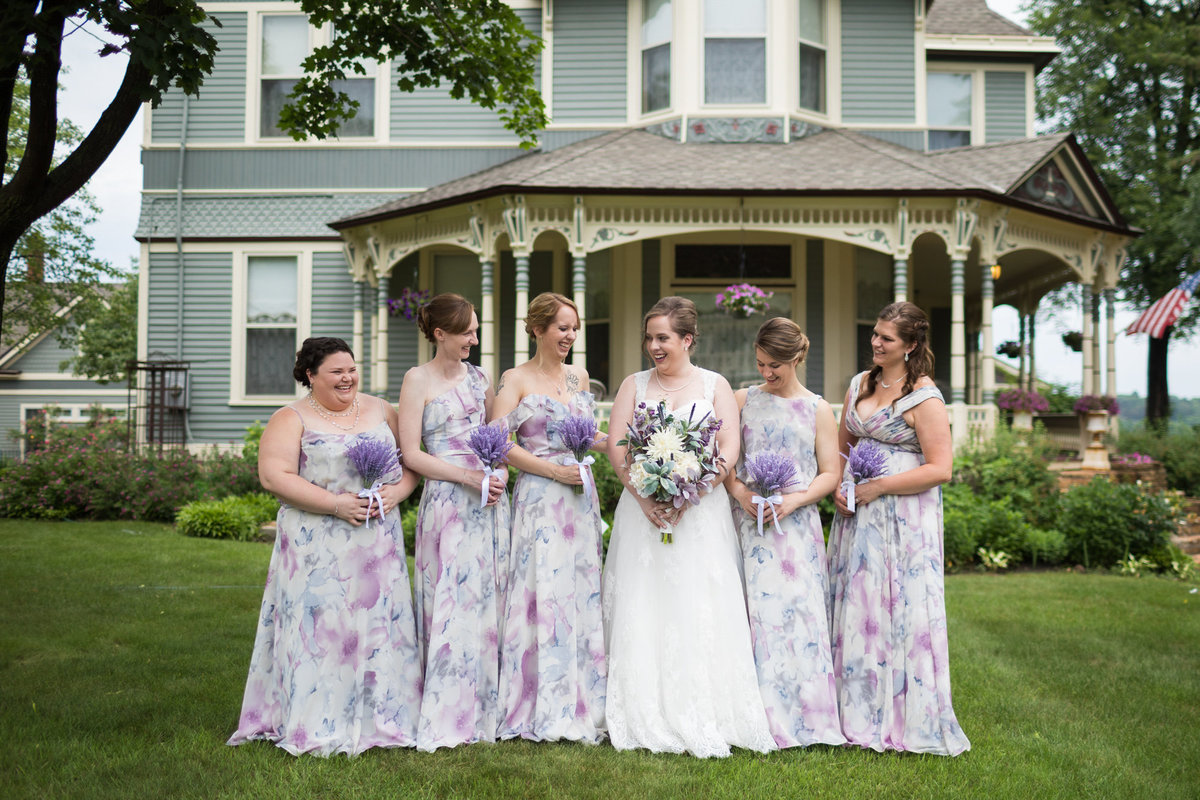Stillwater Minnesota bed and breakfast shot with bride and her bridesmaids