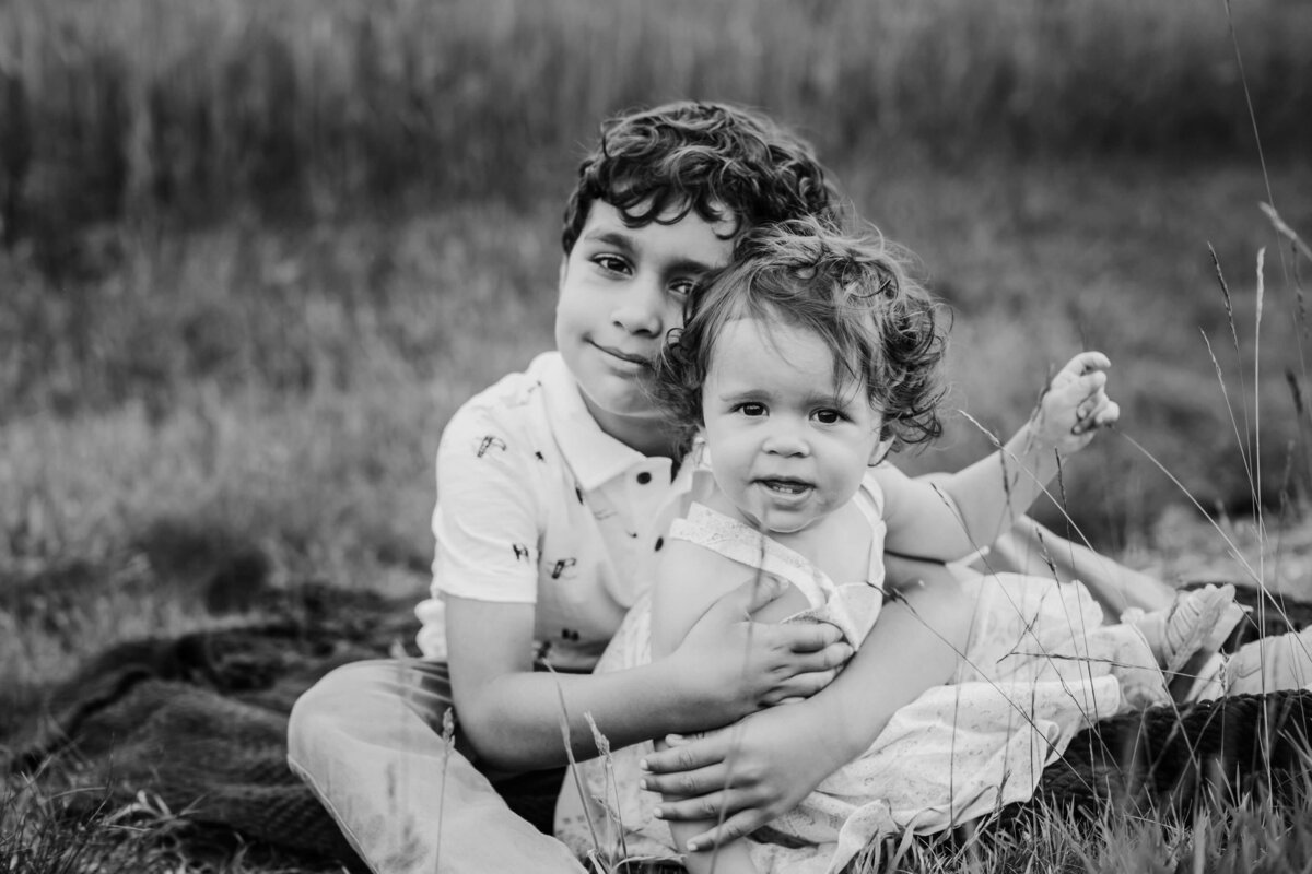 Belmont  Family Lifestyle Photographer  siblings smiling-1