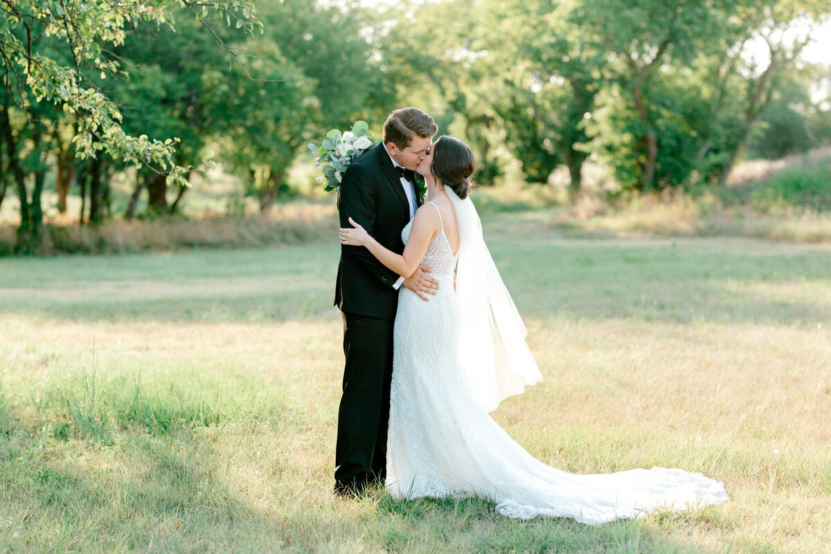 Anna & Billy's Wedding at The Nest at Ruth Farms | Dallas Wedding Photographer | Sami Kathryn Photography-169