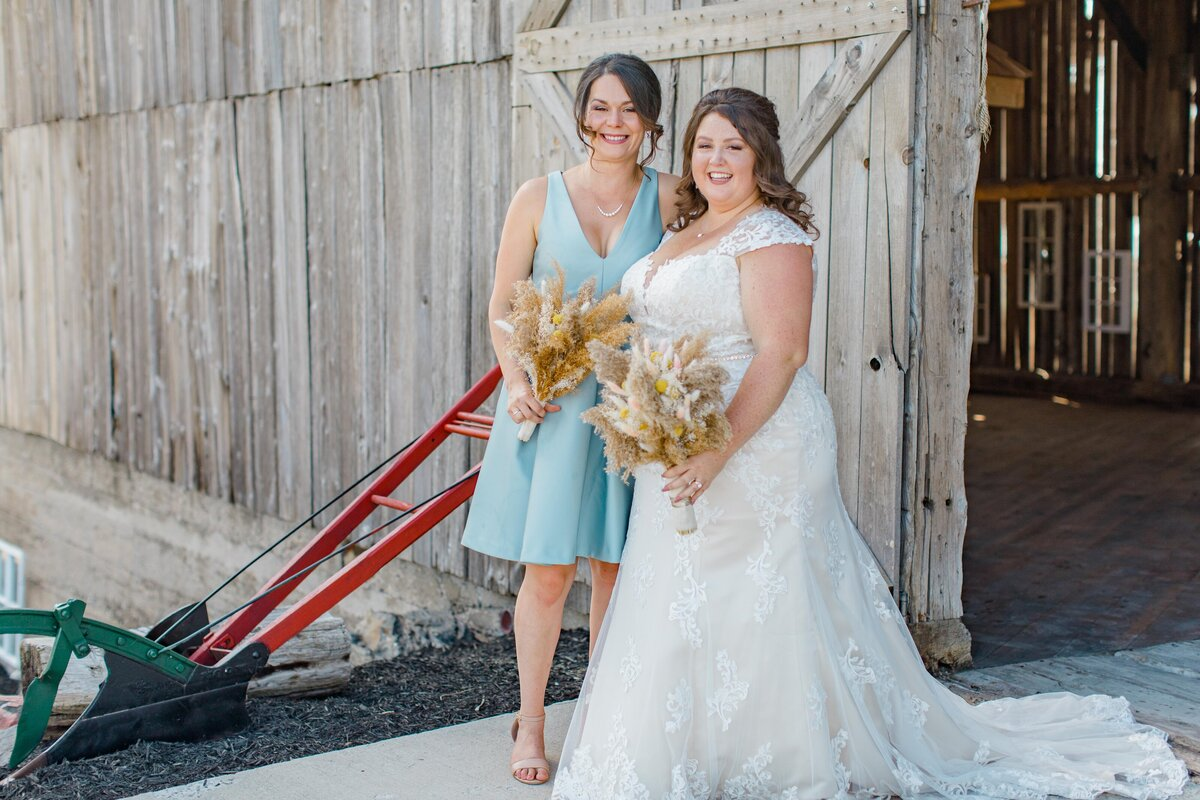 laura-ben-campbell-farm-white-lake-wedding-grey-loft-studio-2020-108