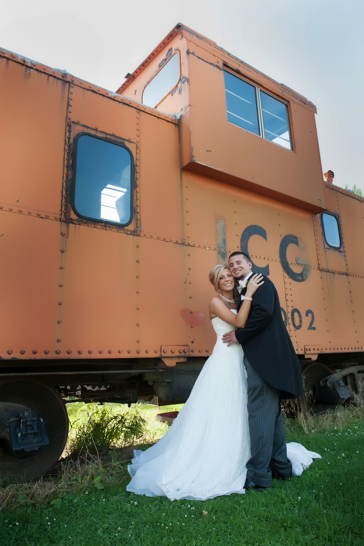 abandoned rail car wedding photo