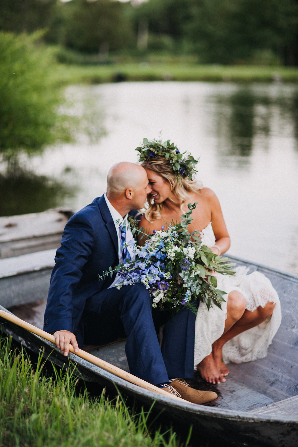Monica_Relyea_Events_Dawn_Honsky_Photography_bride_and_groom_Nostrano_vineyard_rowboat_flowercrown_Meg_and_TJ