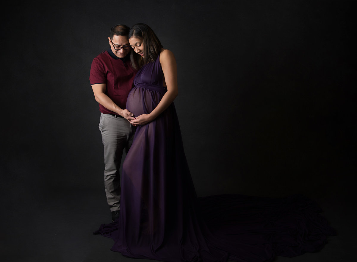 complimentary_gown_maternity_photos_nj_couples