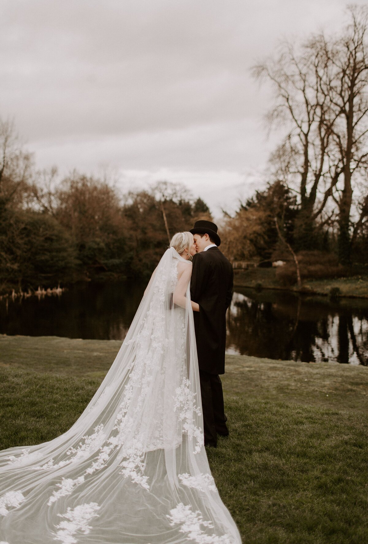 thicket-priory-wedding-phoebejanephotography-2T9A0927-min
