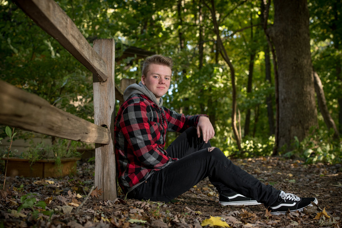 red-oak-nature-center-fence-senior-portrait-North Aurora-Illinois
